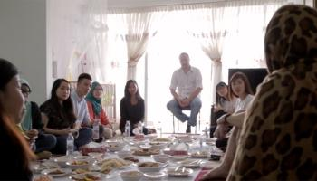 From outsider to insider: Sharing a meal with refugees